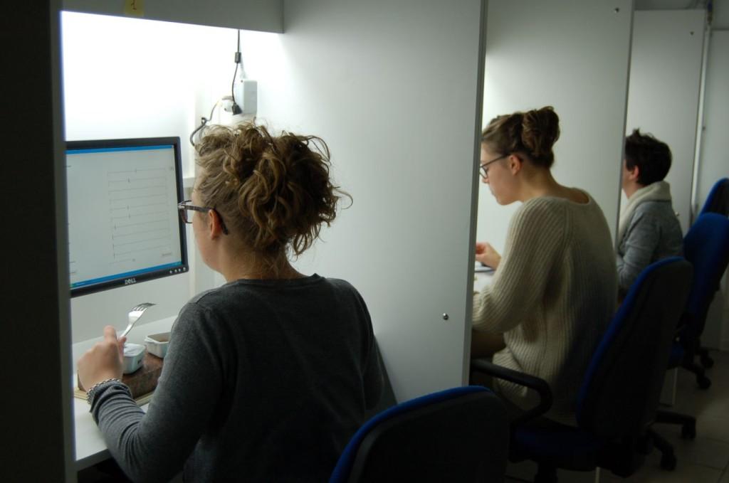 2-studentesse-in-laboratorio