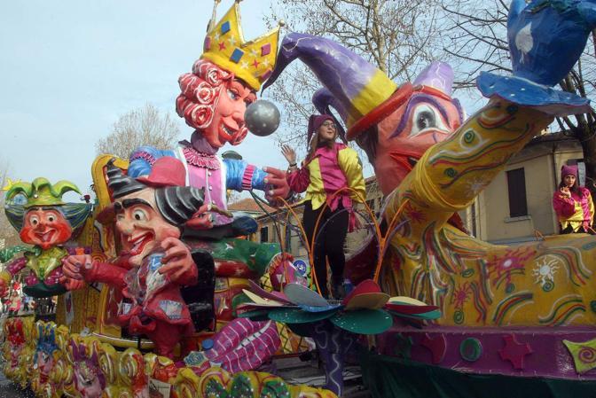 14/02/2015 Marghera - Carnevale - Sfilata di carri mascherati - © Errebi - - Carnevale - Sfilata di carri mascherati - fotografo: Errebi