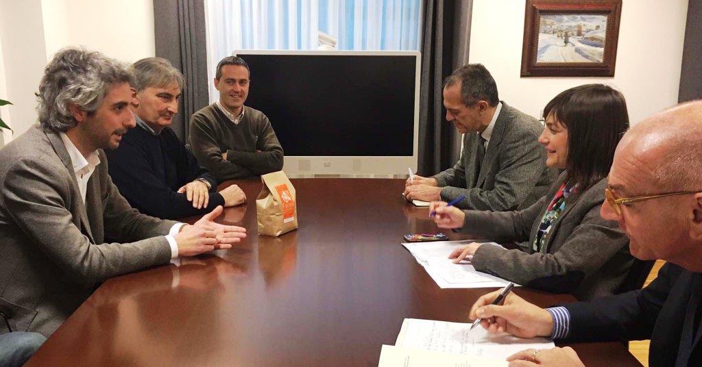 Debora Serracchiani (Presidente Regione Friuli Venezia Giulia) con sindaci e vicesindaci dell'Unione Territoriale Intercomunale (UTI) Medio Friuli - Udine 28/02/2017