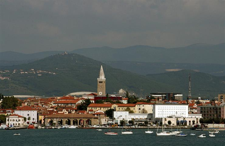 1200px-View_of_Koper_from_Zusterna (Small)