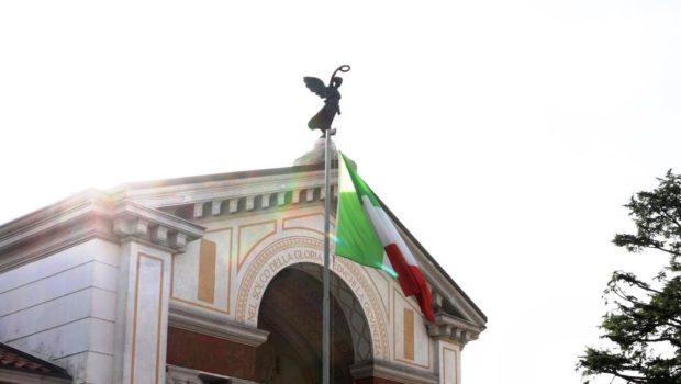 CODROIPO – VITTORIA ALATA TORNA A VEGLIARE SUL MONUMENTO
