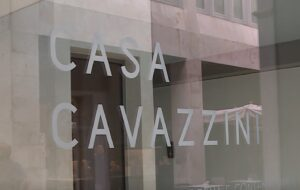LA FORMA DELL'INFINITO: CASA CAVAZZINI AL CENTRO DELL'ARTE CONTEMPORANEA