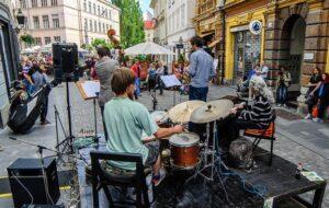 SPETTACOLO: IN SLOVENIA PREOCCUPAZIONE PER L'ESTATE